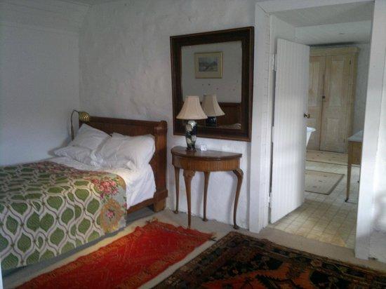 Achanduin Cottage B&B: bedroom with en-suite dressing room