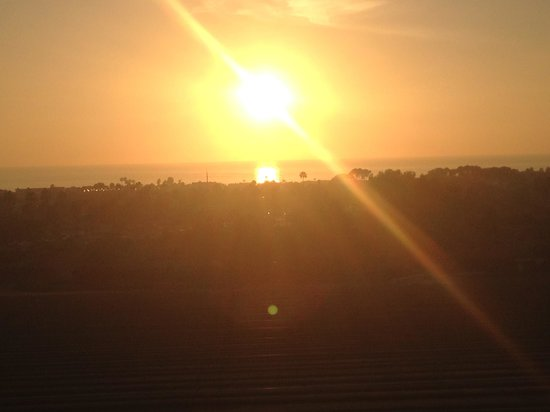 Grand Pacific Palisades Resort and Hotel: sunset 3
