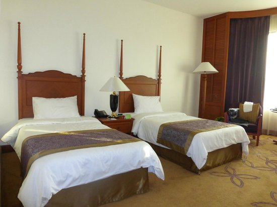 Century Park Hotel: Our room