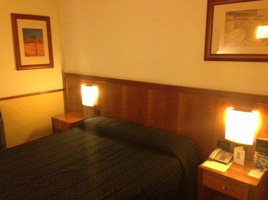 Pacific Hotel Fortino : Letto matrimoniale