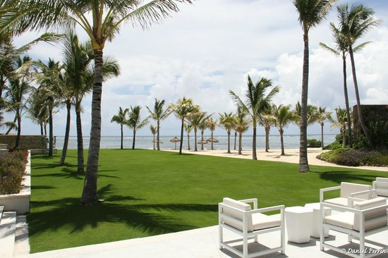 Long Beach Golf & Spa Resort : Le parc, devant le bar