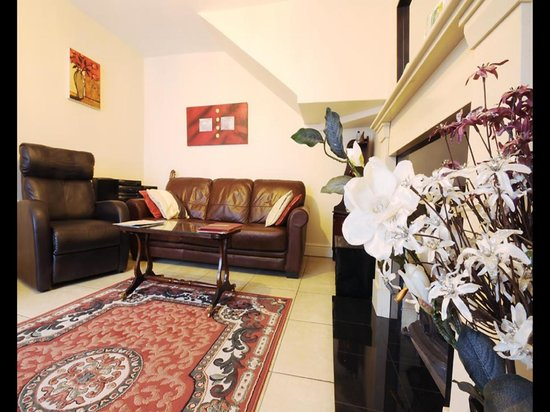 Sive Hostel: Luxurious lounge with leather sofas and widescreen tv