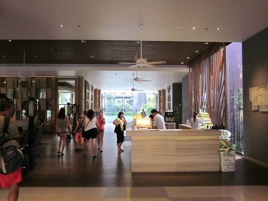 Holiday Inn Express Phuket Patong Beach Central: réception
