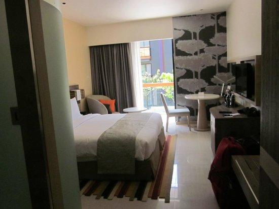 Holiday Inn Express Phuket Patong Beach Central: chambre