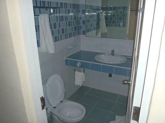 Club Tropical: new bathroom