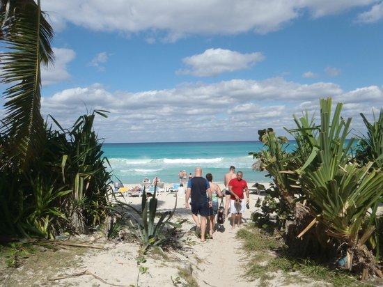 Club Tropical: entrance to beach