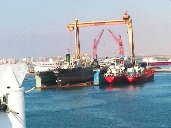 Suez Canal: Al porto di Suez
