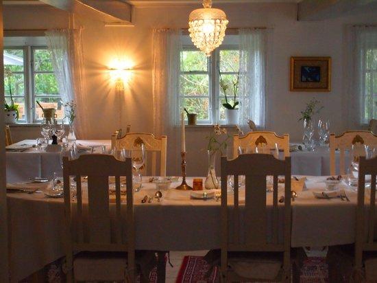 Strandgaarden Badehotel: small old restaurant
