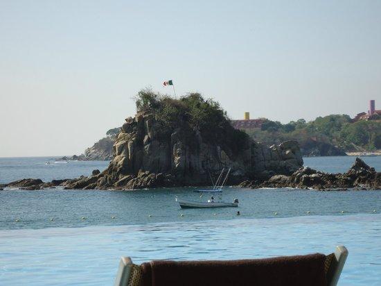 Dreams Huatulco Resort & Spa: Island in the bay