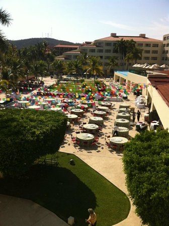Dreams Huatulco Resort & Spa: Setting up for Mexican night