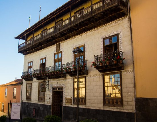 Casa de Los Balcones: From the road