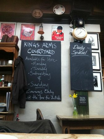 The Kings Arms: Dining room