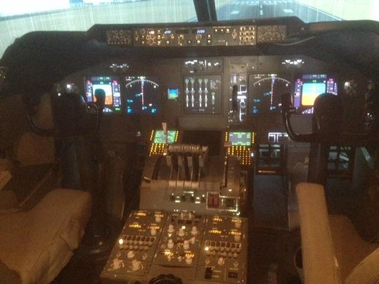 Eicas, MCP and ND - Picture of Flight Simulators Midlands, Coventry