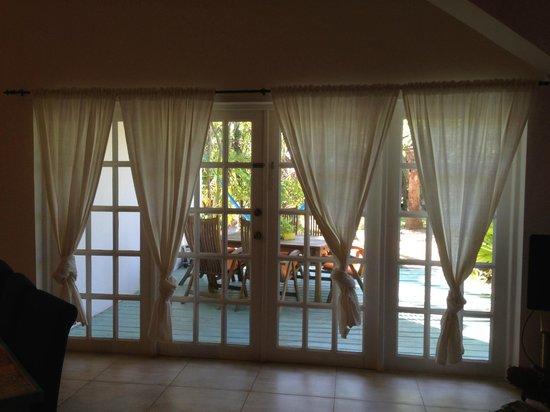 Boardwalk Hotel Aruba : Doors to the patio