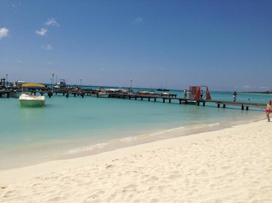 Boardwalk Hotel Aruba : Moomba Beach where you can use the chairs for free if you stay at Boardwalk.