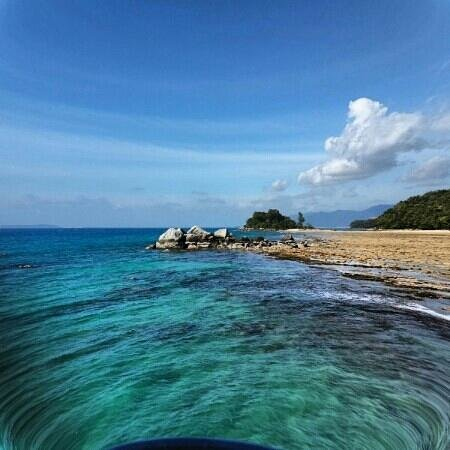 Paya Beach Spa and Dive Resort: clear blue water