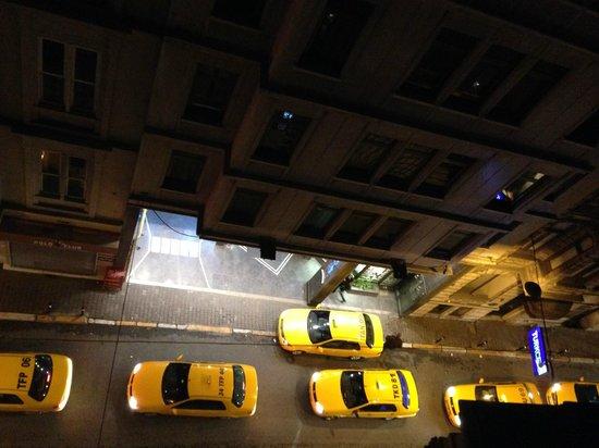 Lush Hotel Taksim : под утро (вид из номера)