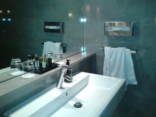 Sandton Hotel Brussels Centre: bathroom