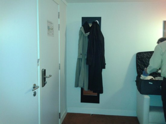 Sandton Hotel Brussels Centre: the only mirror in the suite, behind the coat hanger