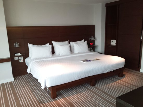 S31 Sukhumvit Hotel: Massive and very comfortable bed.