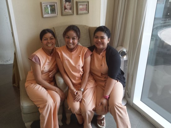 S31 Sukhumvit Hotel: The wonderful therapy team at Cherry Blossom. Priom, Po and Pam.