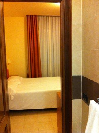 Crosti Hotel: Вид из ванной