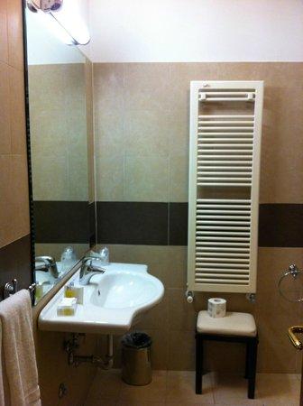 Crosti Hotel: Ванная комната