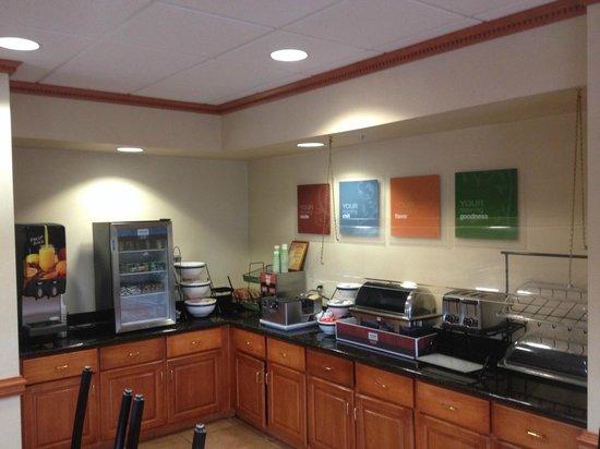 Comfort Inn & Suites Chipley: Breakfast