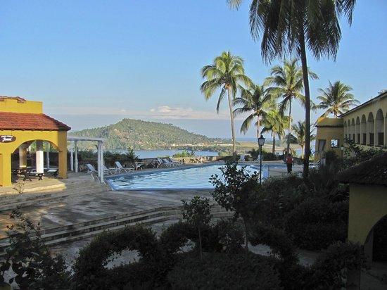 Hotel El Castillo: Pool and view across bay