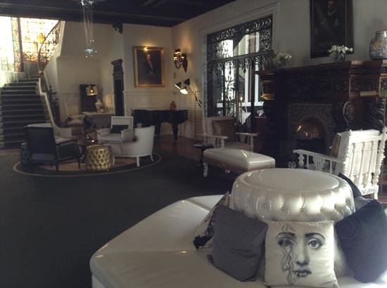 Hotel Infante Sagres : petit salon avec cheminée
