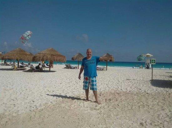 Sunset Royal Beach Resort: playa