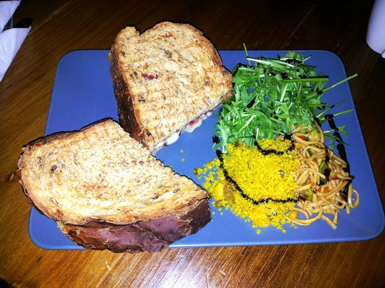 Rattle Gill Cafe : Brie and jam toastie with flavoured cous cous