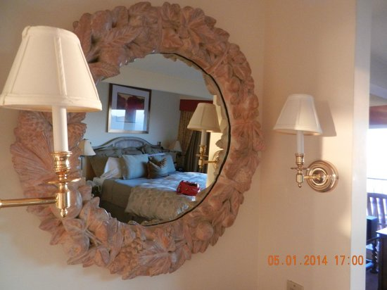 Tickle Pink Inn: Mirror!
