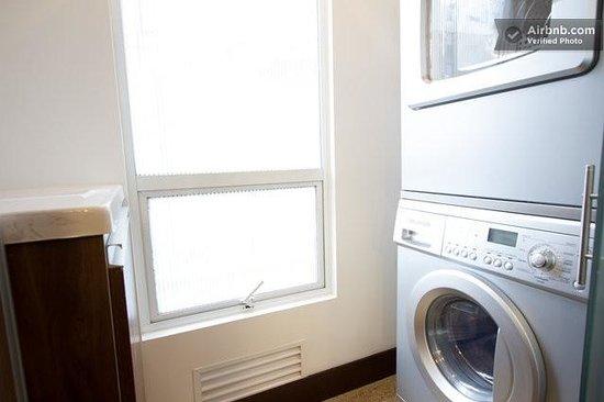Chico 100 Apartamentos: Lavadora y secadora