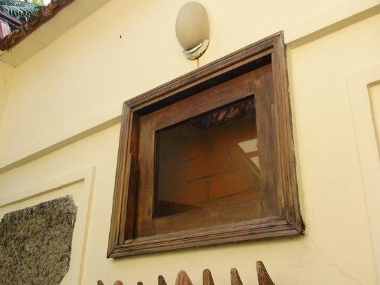 Cassia Cottage: VENTANA DUCHA