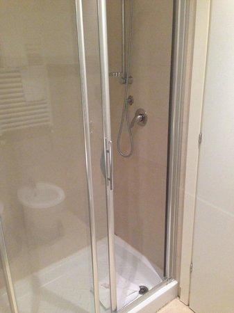 Hotel Aniene: La doccia
