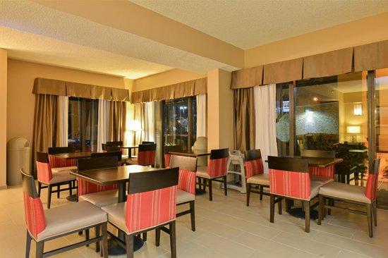 Comfort Inn Elizabeth City : Complimentary Full-Hot Breakfast in Hotel Dining Area