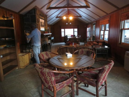 Kenauk Nature: Pine Cabin living/dining room
