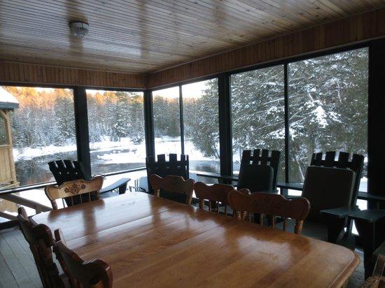 Kenauk Nature: Pine Cabin screened-in porch