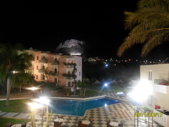 Bellos Hotel Apartments : Hotel by night