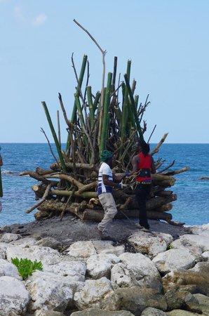 Grand Palladium Jamaica Resort & Spa: bonfire being built for beach party