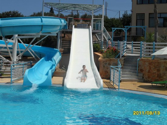 Bellos Hotel Apartments : The slides