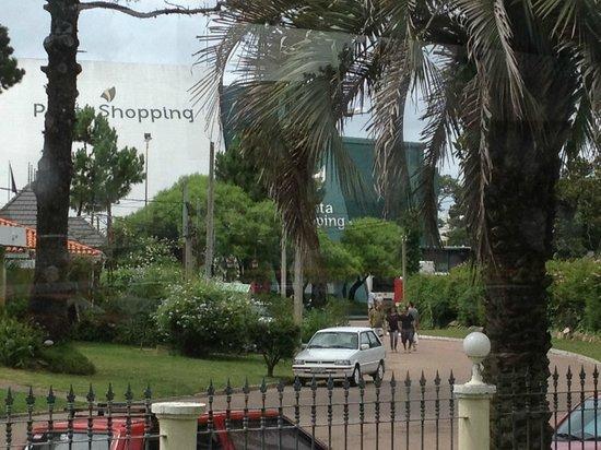 Parque Hotel Jean Clevers : Dá para ver o shopping da área da piscina aquecida.