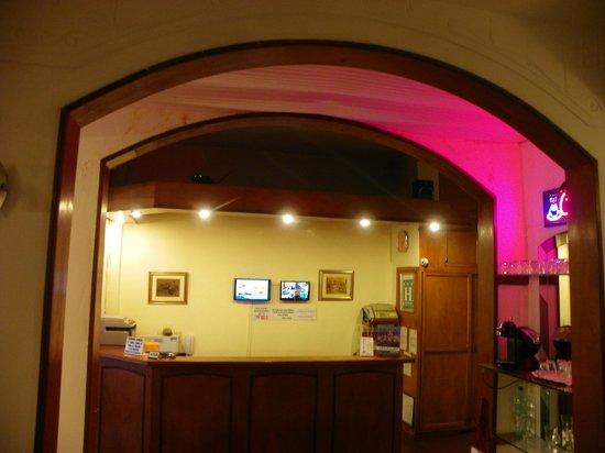 Hotel Mediterraneo: Recepción