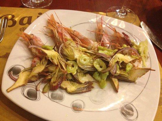 Baia Chia : Креветки с артишоками и салатом