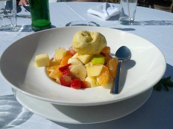 Hotel le Caspien : Fruit salad and sobet