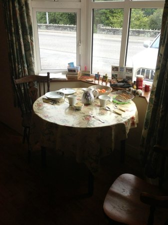 Rockwood House: Window Table