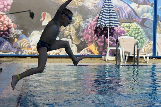 Mar Le Mar Club: дети целый день в воде