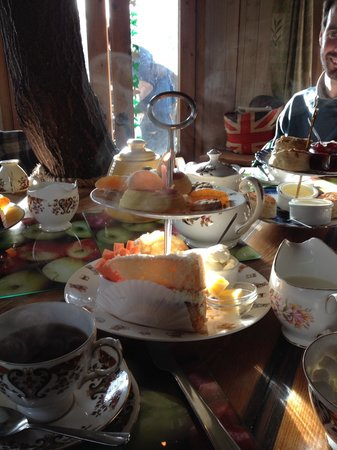 Fanny's Farm Shop: Afternoon tea in the treehouse