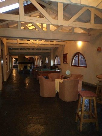 San Agustin Urubamba Hotel: lobby con juegos, libros y mesas